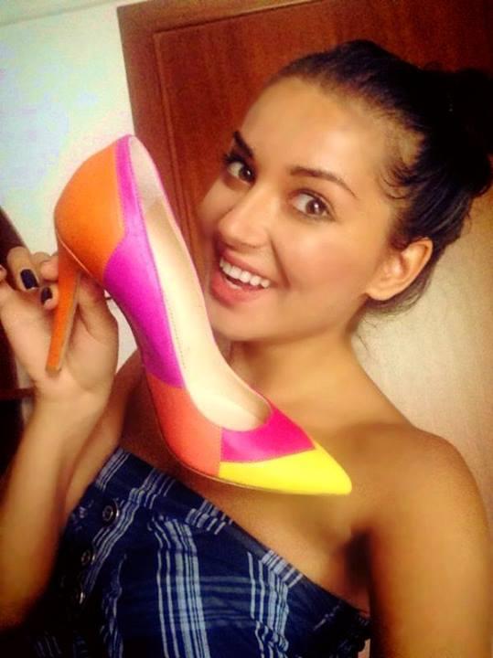 Elena de la Mandinga a primit o pereche de pantofi special creati pentru ea