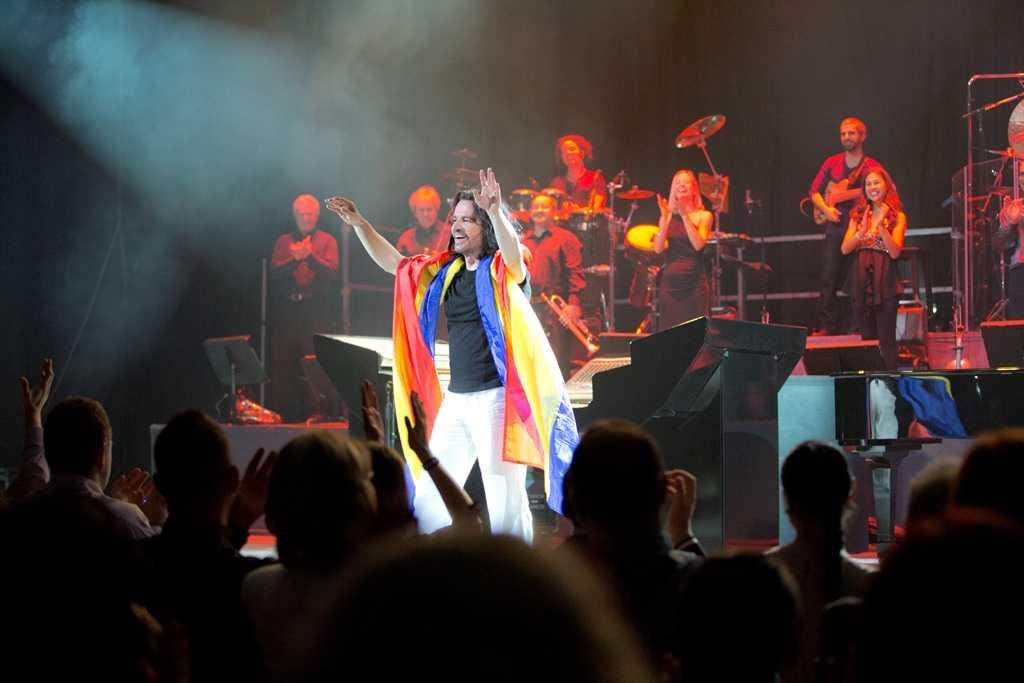 """Yanni a inclus Bucurestiul pe lista concertelor """"World Tour 2013-2014"""""""