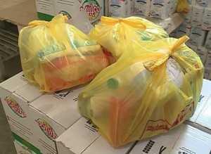 Se distribuie pachete alimentare pentru cei cu venituri mici la Mangalia