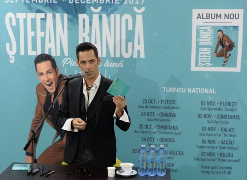"Stefan Banica lanseaza albumul ""Picat din Luna"""