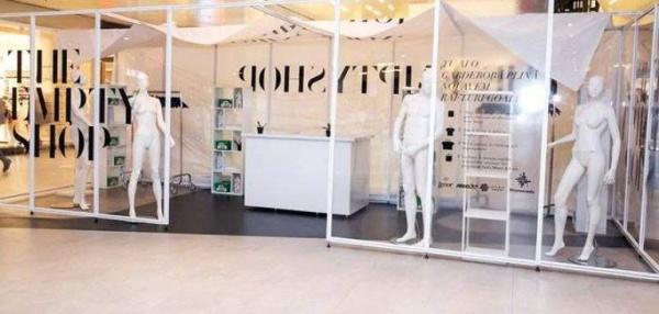 """Un nou concept """"The Empty Shop"""", magazinul cu rafturi goale"""
