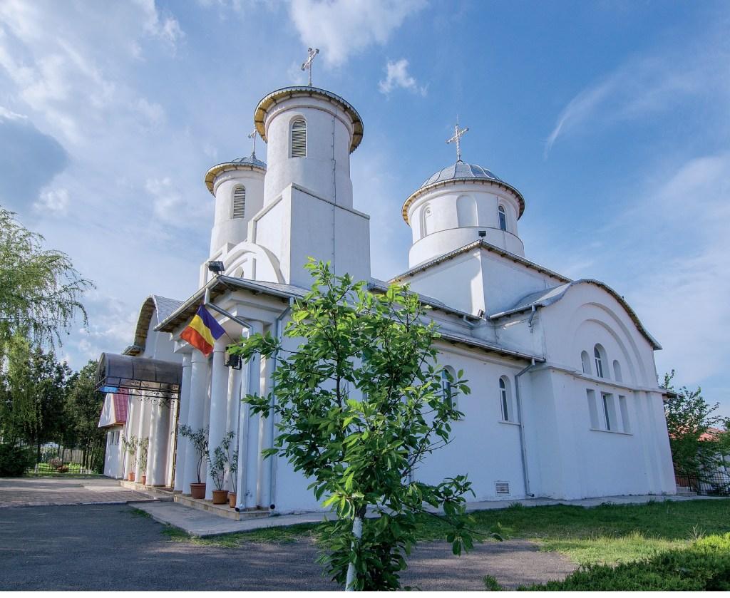 """Sfințirea bisericii cu hramurile """"Adormirea Maicii Domnului și Sfânta Cuvioasă Parascheva"""" din Ovidiu"""