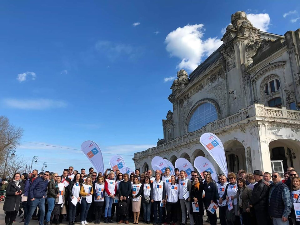 Primul miting din campania de strângere de semnături pentru Dan Barna, candidatul USR PLUS la Președinția României