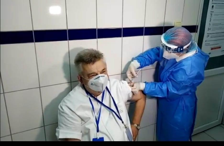 A început Campania de vaccinare în România. Cine a fost primul medic vaccinat din Constanța?