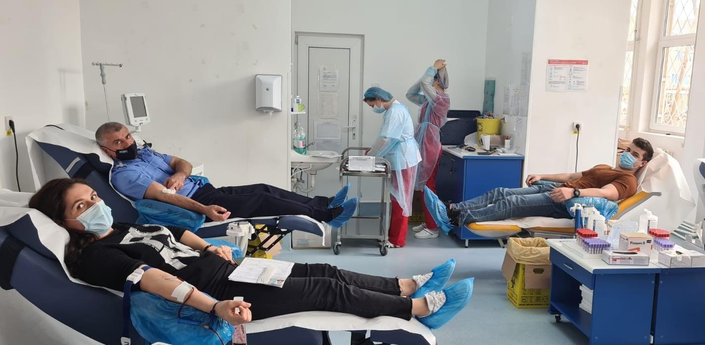 Donează sânge, salvează o viaţă! Jandarmii constănţeni donează sânge pentru semenii lor