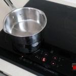 Vas inox pe plita inductie Whirlpool ACM 847 BA