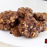 Biscuiti Vegani Integrali cu Seminte, Nuci si Chipsuri de Ciocolata