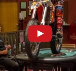 Video de los Viernes: Así va un auténtico piloto de motocross al casino