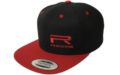REDS Racing presenta su tercera colección de gorras Flexfit
