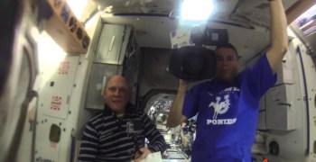 Video de los Viernes: GoPro filmando desde una bola de agua flotante en el espacio