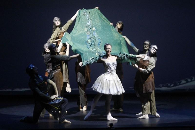 Sabrina Brazzo con i ballerini della JAS ART BALLET ph ridotta© Franco Covi