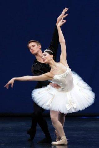 Martina Arduino e Timofej Andrijashenko in Symphony in C (foto Brescia Amisano)