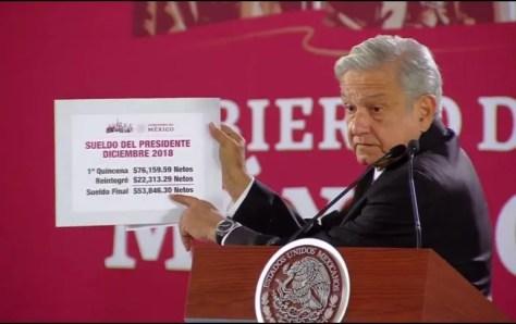 Resultado de imagen para AMLO cobra su primera quincena y devuelve 22 mil 313 pesos