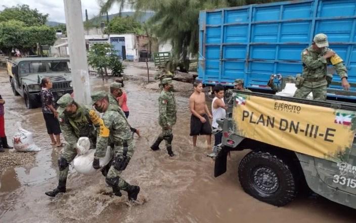 Los militares continúan apoyando a la población en los desastres naturales. ESPECIAL