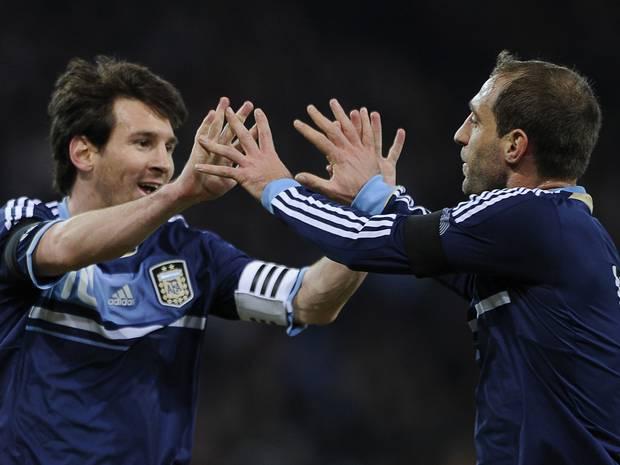 Pablo Zabaleta y Lionel Messi
