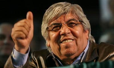 Hugo Moyano finger up