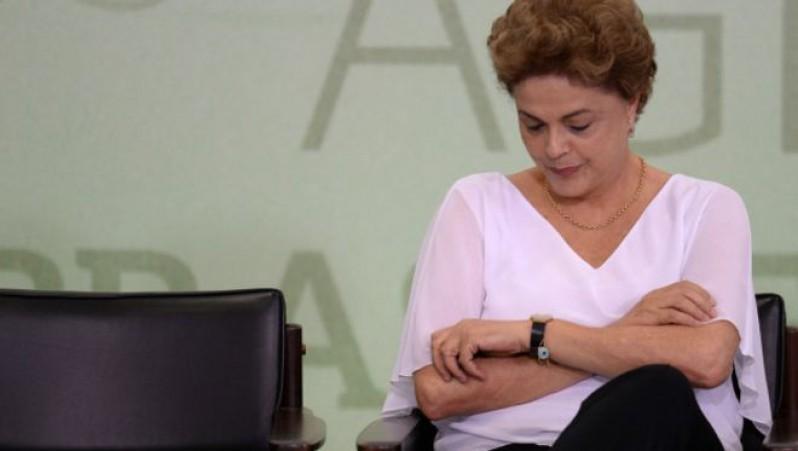 Dilma-destituida