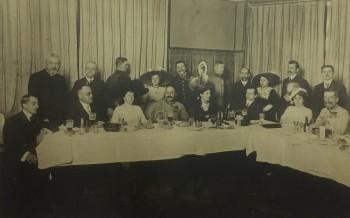 Aurel C. Popovici (al doilea din stânga jos) la Viena în anul 1912