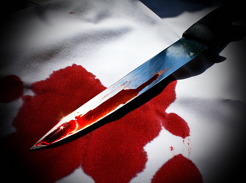 Bloody knife - College drop out attacks 4 policemen with large knife, blames marijuana