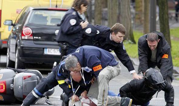 Police-Paris-240412