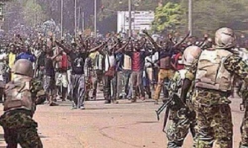 soldiers-and-biafra-protesters