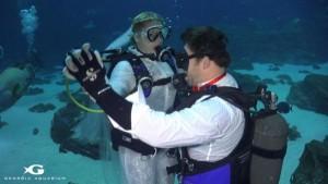 Georgia-Aquarium-hosts-underwater-wedding-with-sharks-as-guests
