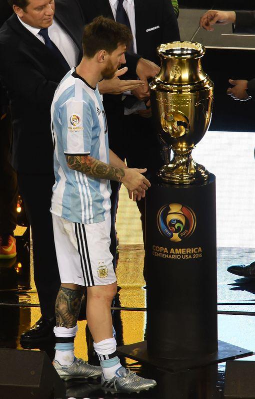 Chile-win-the-Copa-America-Centenario-final (2)