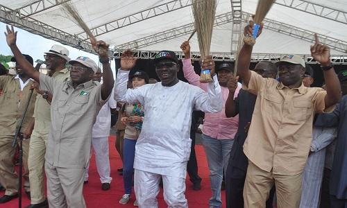 Adams Oshiomhole-campaigning