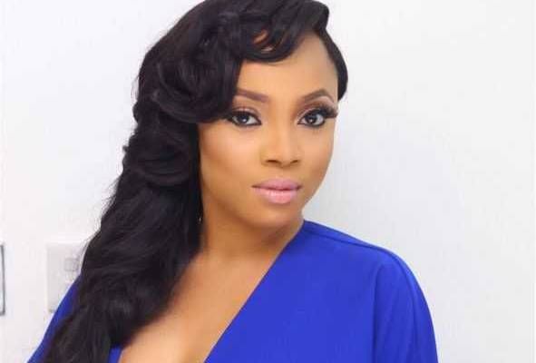 Toke Makinwa helps a follower cover the cost of his school handouts 1