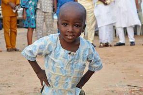 Little Boy who Photobombed a Wedding Picture Lands Endorsement Deal (Photos)
