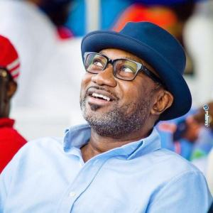 billionaire businessman femi otedola boards molue bus in lagos video - [video]: Femi Otedola Spotted Having Lunch With His Angel
