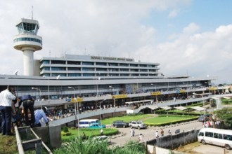 "Drama As Customs ""Allegedly"" Demand 200k Duty Fee From Abroad Returnee For Being In Possession Of A Samsung Phone"