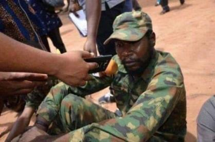 D1TdEz8X0AUh6c0 - See pictures of fake military officers on parade during elections