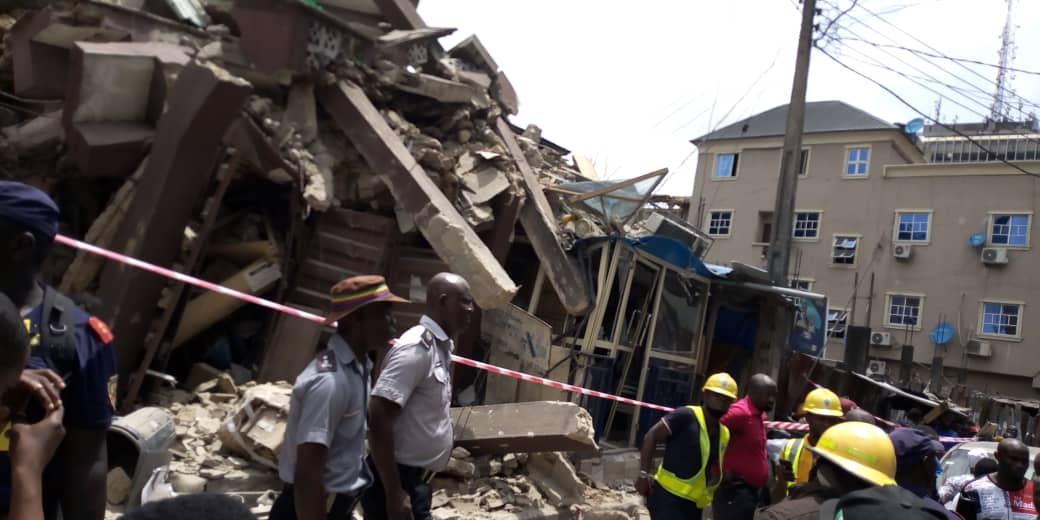 D2g8F8sX0AEdawd - [Photos News] Tragic Pictures of Kakawa Street building collapse in Lagos