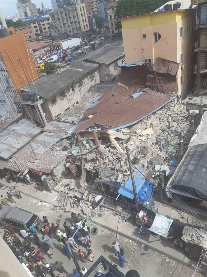 D2g8IljXcAE3Qxv - [Photos News] Tragic Pictures of Kakawa Street building collapse in Lagos