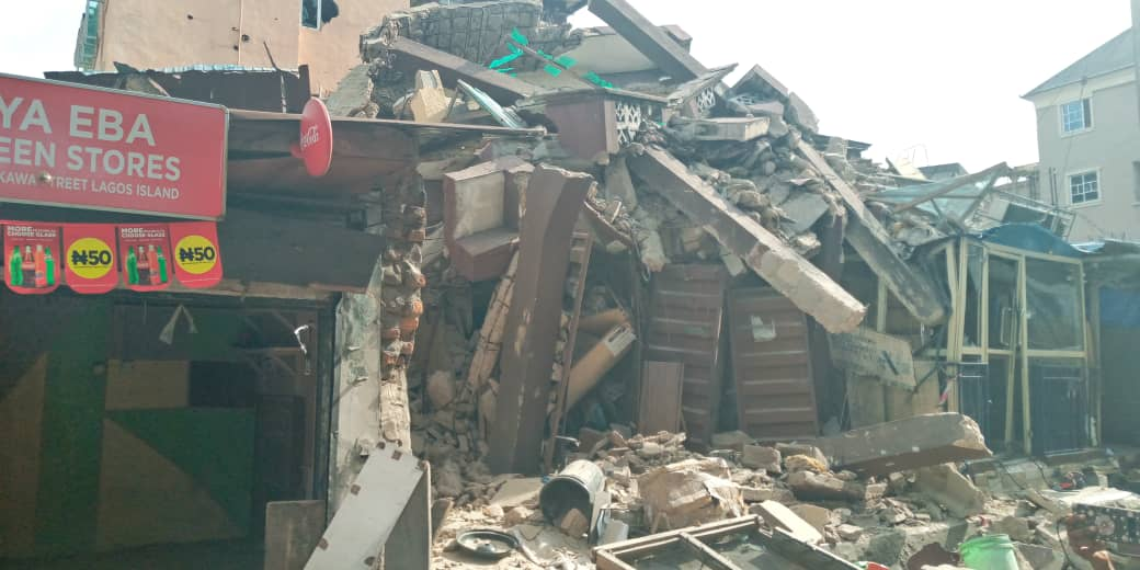 D2hADaMX4ActFqN - [Photos News] Tragic Pictures of Kakawa Street building collapse in Lagos