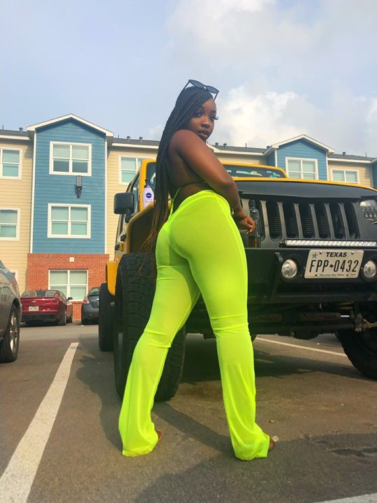 5cada00c887ab - [Photos]: With my kind of body, my boo can not cheat on me – Young lady clams