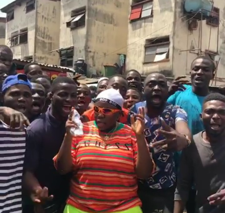 9187699 screenshot201904151636182 jpeg833975009414b8d945f05326ac7718b7 - Singer Teni Gets Mobbed by Fans in Lagos