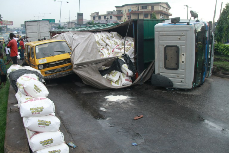 Ojuelegba - Just In: Another Container Falls On Ojuelegba Bridge(Photos)