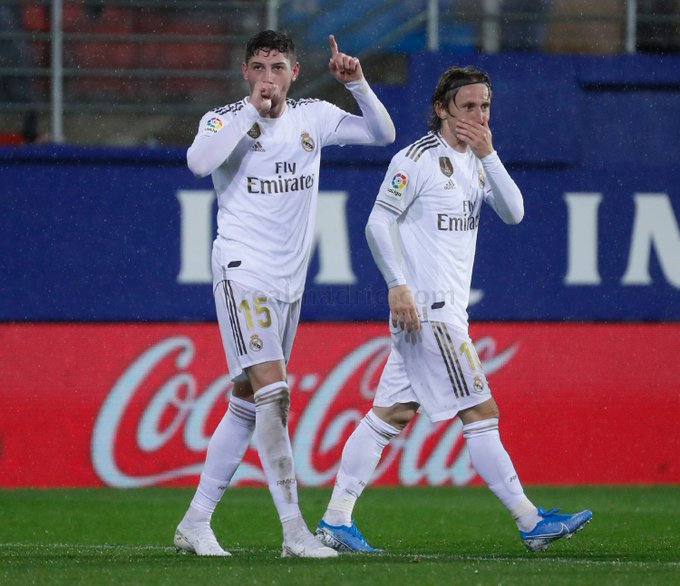 Real Madrid players jubilating a goal