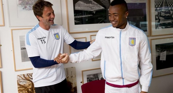Jordan Ayew Meets Manager Tim Sherwood for the First Time. image: Twitter/ AVFC.