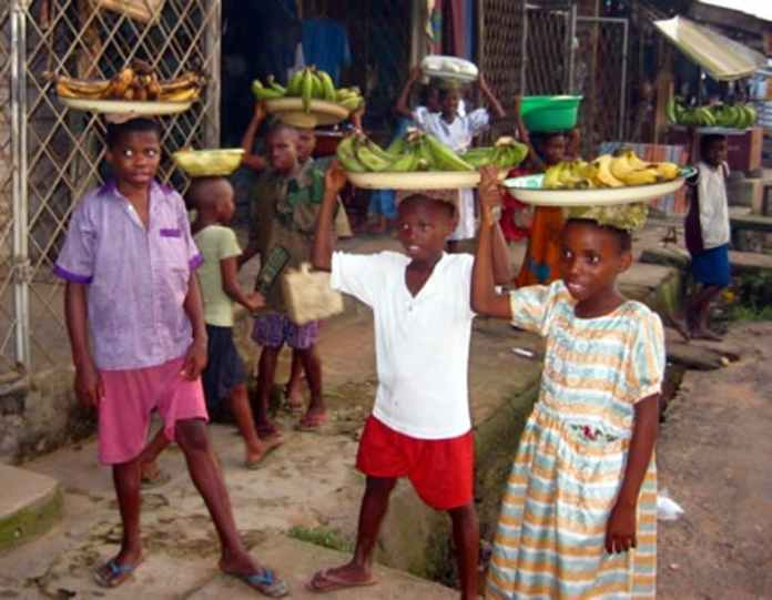 Photo of school children Hawking