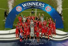 Bayern Munich players celebrate as captain Manuel Neuer lifts the Champions League trophy [Manu Fernandez/Pool