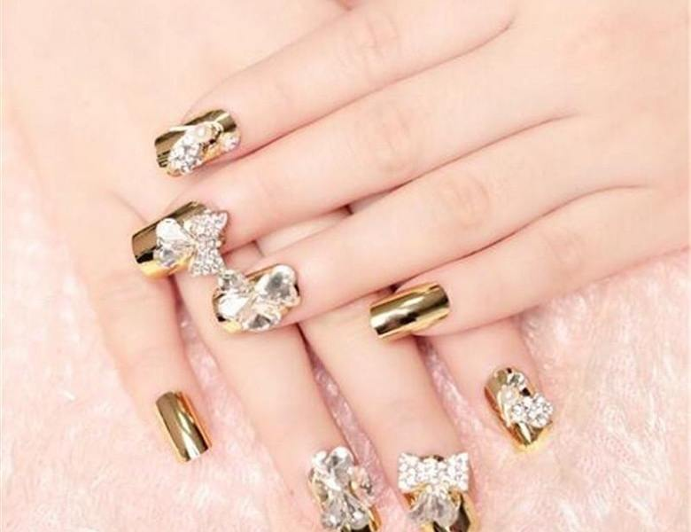20 Stylish And Trending Gold Nail Design Ideas To Copy