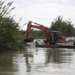 El Ayuntamiento limpia y draga canales y acequias de la Albufera