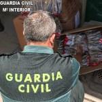 La Guardia Civil confisca más de 2.000 armas prohibidas en un contenedor de juguetes en Valencia