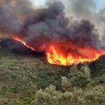 Continúa activo el incendio forestal en Gátova que amenaza a la Sierra Calderona