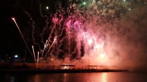 Mascletà vertical en La Marina de Valencia/Img. archivo informaValencia.com