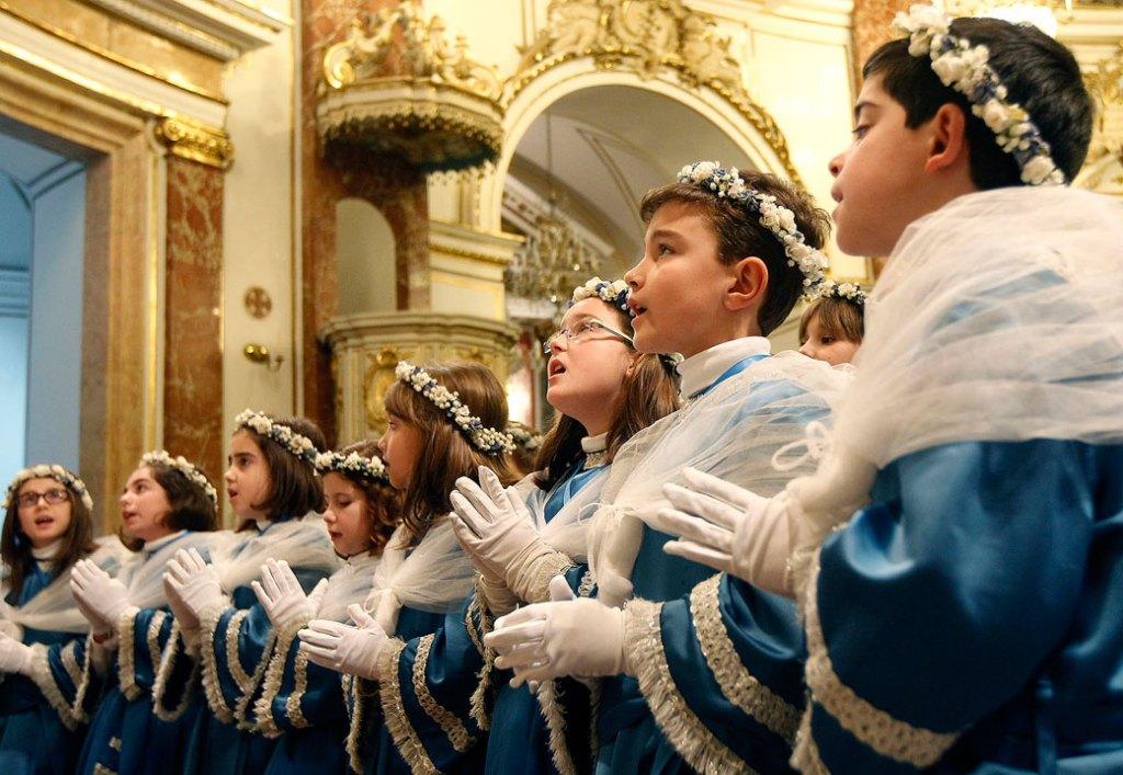 Imagen de archivo del canto del pregón dels Angelets de Ontinyent/Archidiócesis