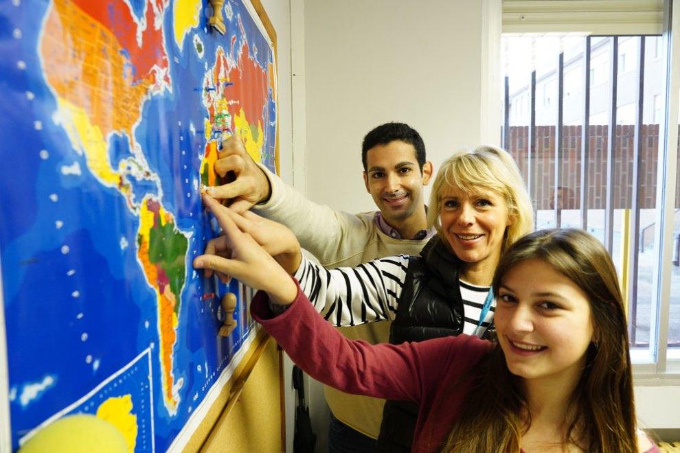 Miguel, María y Delphine son parte del grupo de profesores y alumnos del colegio Sagrada Familia -PJO (Patronato Juventud Obrera)/Img. Web Colegio